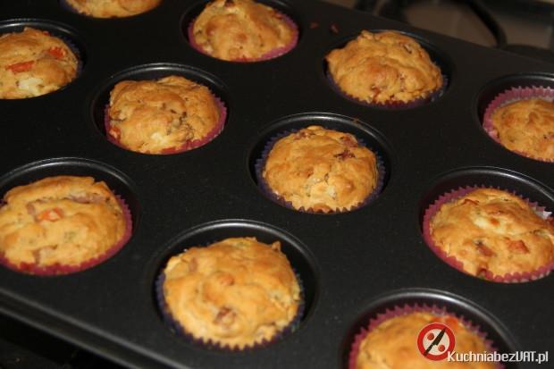 Wytrawne muffinki z szynką, serem feta i pomidorem