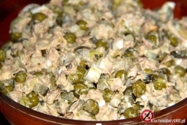 Sałatka z tuńczykiem i groszkiem konserwowym