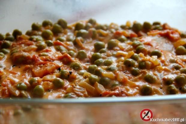 Pierś z kurczaka zapiekana z pomidorami, mascarpone i zielonym groszkiem