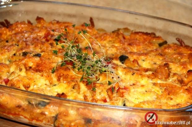 Makaronowa zapiekanka z mielonym mięsem i cukinią