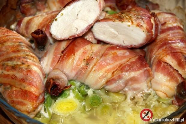 Piersi z kurczaka zapiekane w wędzonym boczku